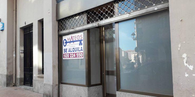 Pequeño Local de Negocio junto Plaza Sta. Ana