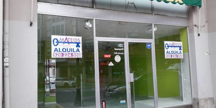 Local comercial acondicionado, junto Plaza de Sta. Ana